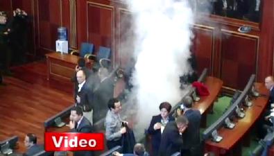 Biber gazı sıktılar meclis karıştı!