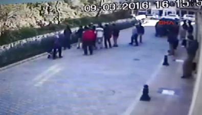 Muğla Marmaris'te öğrencilerin döner bıçaklı kavgası kameralara yansıdı!
