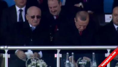Dua şiirini okuyan lise öğrencisi Erdoğan'ı ağlattı