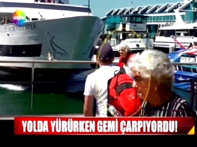 Yaşlı kadına yolda yürürken gemi çarpıyordu!