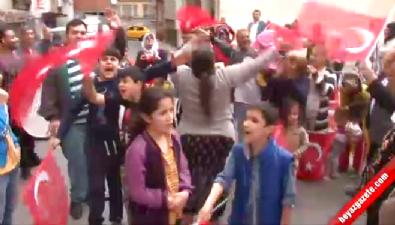 Beyoğlu'nda davullu zurnalı Binali Yıldırım kutlaması