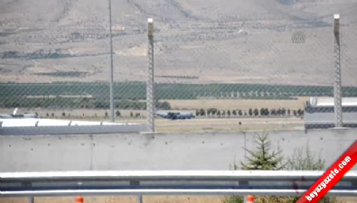 Erhaç Havalimanı'nda uçak ve jetlerin kalkışı engellendi