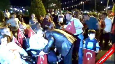 Demokrasi Nöbetine Gelen Jandarma Binbaşı'na Sevgi Gösterisi