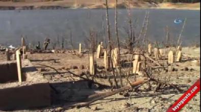 Baraj suları çekilince eski köy yeniden ortaya çıktı