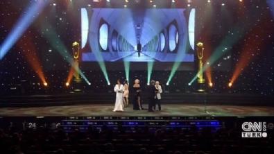 Meltem Cumbul Semih Kaplanoğlu'nun elini sıkmadı - Uluslararası Adana Film Festivali