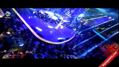 beyaz show - Beyaz'dan İrem Derici'ye playback şakası