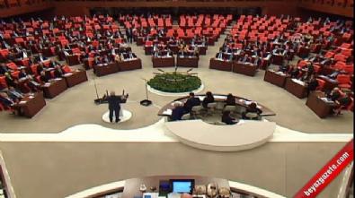 AK Partili Elitaş CHP'nin Man Adası belgelerini kürsüde yırttı