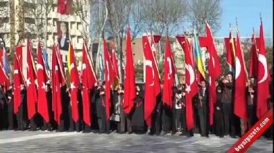 cumhuriyet meydani - Milli Savunma Bakanı Işık, Atatürk Anıtı'na çelenk sundu