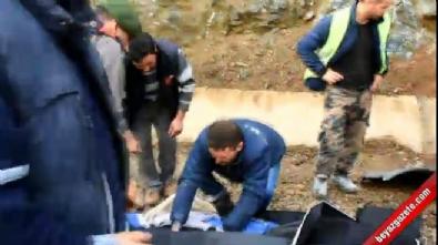 İşçi servisi, tomruk yüklü kamyona çarptı: 2 ölü 1'i ağır 24 yaralı