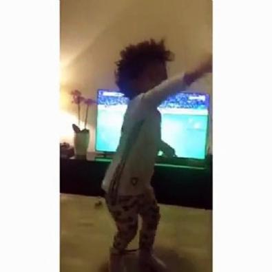 Atiba'nın oğlu gol sonrası coştu