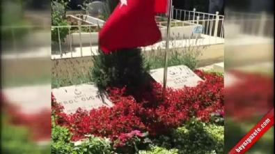 Erdoğan 15 Temmuz şehidinin mezarı başında Kur'an okudu