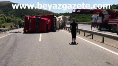Balıkesir Susurluk'ta tır devrildi! Yol trafiğe kapatıldı..