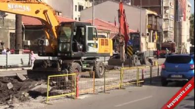 Grev ve tramvay çalışmaları İzmir trafiğini durdurdu