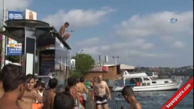 İstanbul'da çocuklar denize otobüs durağından atladı