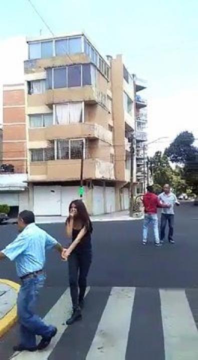 Meksika'da deprem! Çürük binanın çökme anı