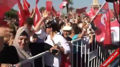 İzmir'de hareketli saatler