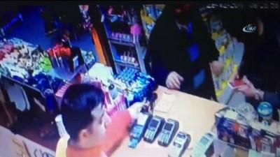 arac plakasi -  İnternette tanıştıkları adamı evinde oklavayla dövüp gasp ettiler