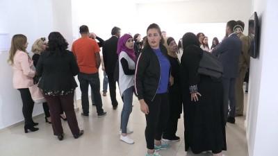 Filistinli tutuklu yakınlarının dramını belgeleyen fotoğraf sergisi: 'Aile Ziyareti' - RAMALLAH