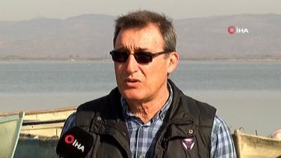 Marmara Gölü yok oluyor...Su seviyesi yüzde 10'a düşen Marmara Gölü havadan görüntülendi