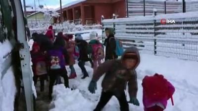 akon -  - Kar yağışı çocukları sevindirdi, araç sahiplerine zor anlar yaşattı