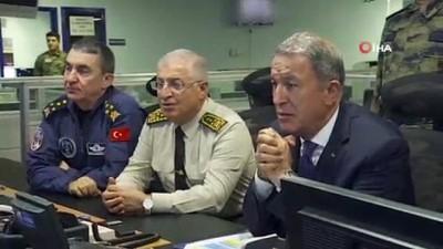 istihbarat birimleri -  Bakan Akar ve komutanlar harekat merkezinde