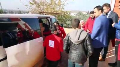 dis macunu - Türk Kızılayından çocuklara ayakkabı ve mont yardımı - HATAY