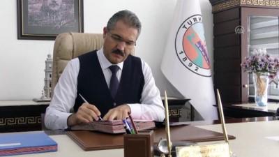 makam koltugu - Belediye Başkanı 'şoför' makam aracı 'taksi' oldu - TOKAT Videosu