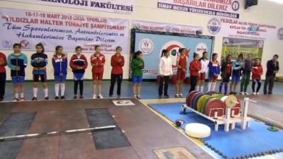 Türkiye'nin yıldız haltercileri Simav'da yarışıyor