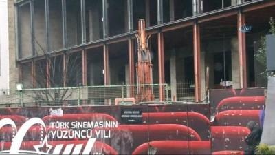 sinema salonu -  Taksim'de AKM'nin çatısında yıkım çalışmaları başladı