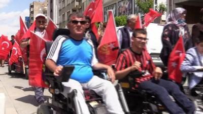 Uşak'ta engellilerle birlikte kortej yürüyüşü düzenlendi