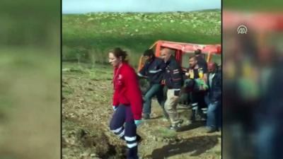 ambulans helikopter - Mantar toplamak için çıktığı kayalıklardan düşen kişi kurtarıldı - MUŞ
