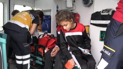 Okul takımını taşıyan minibüs devrildi: 13 yaralı - MUŞ