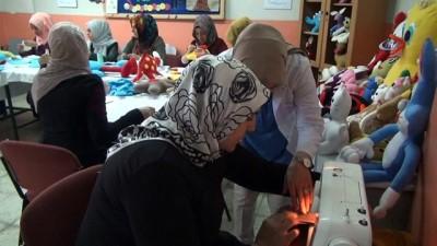 Vanlı kadınlar, çocuklar için sağlıklı oyuncaklar üretiyor