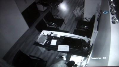 Kadir Gecesi'nde önce Kur'an-ı Kerim'i öptüler, sonra soygun yaptılar...Hırsızlık anları kamerada