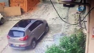 3,5 yaşındaki çocuk aracın altından çıktı