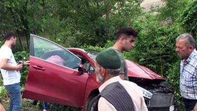 Otomobille tır çarpıştı: 4 yaralı - BARTIN