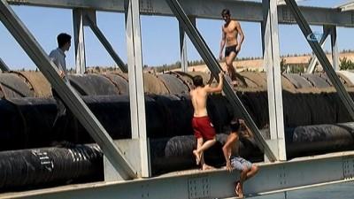 kanal d -  Şanlıurfa'da sulama kanalında gençlerin tehlikeli serinliği