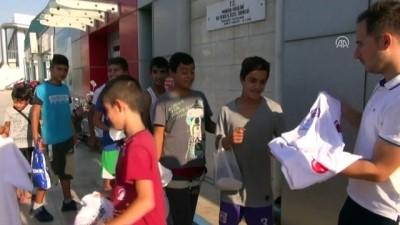 dis macunu - Çocuklara yüzme malzemesi dağıtıldı - MANİSA