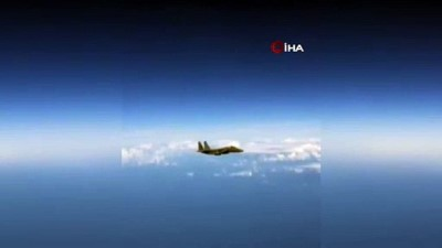 "- Rus ve Amerikan savaş uçakları arasında ""it dalaşı"""