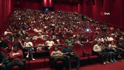 """komedyen -  Cem Yılmaz'dan 'Karakomik Filmler' eleştirilerine yanıt...""""Ne zaman bir filmimiz çıksa bizi çok üzüyorlar"""""""