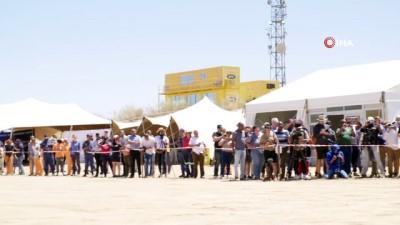 - Bloodhound dünyanın en hızlı aracı olmaya hazırlanıyor - Bloodhound test sürüşleri için Kalahari çölünde
