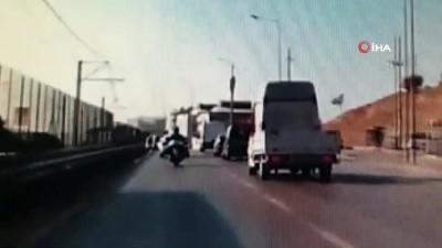 dikkatsiz surucu -  Önündeki aracı sollamak istedi, kontrolden çıkıp seyir halindeki motosiklete vurdu...Kaza anı kamerada