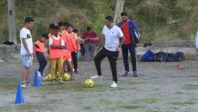 Kunduracı futbol antrenörü çocukları kötü alışkanlıklardan uzaklaştırıyor - İZMİR