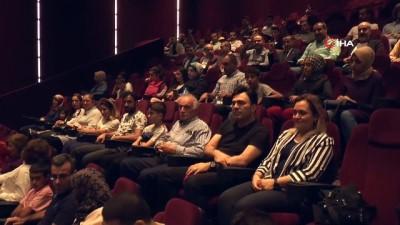 Gaziantep'teki MHP'liler sinema etkinliğinde bir araya gelerek Ahmet Şafak'ın 'Kuşatma Yedi Uyuyanlar' filmini izledi