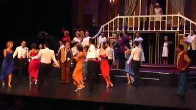 'Lüküs Hayat' Devlet Tiyatroları sahnesinde seyirciyle buluştu - ANKARA