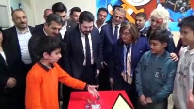 fatma sahin -  Şahin ve Belediye Başkanlarından kodlama eğitimi alan öğrenciler ziyaret