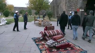 UNESCO'nun Dünya Kültür Mirası Listesi'ndeki 'Tarihi surların' dipleri ve burçlardaki işgaller sonlandırıldı