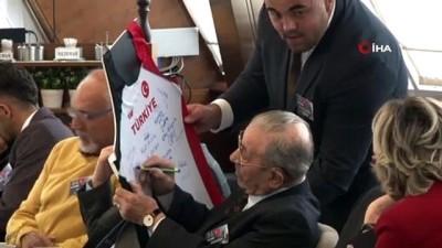 milli atletler - Bakan Kasapoğlu, Büyük Atatürk Koşusu'nu kazanan milli atletleri ağırladı