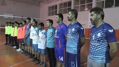 voleybol takimi - El birliğiyle kurdukları takımla, şampiyonluğu hedefliyorlar - BİTLİS