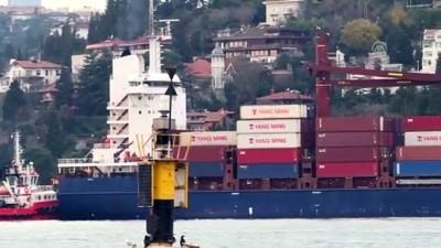 Boğazda kıyıya çarpan gemi Marmara Denizi'ne götürülüyor - İSTANBUL